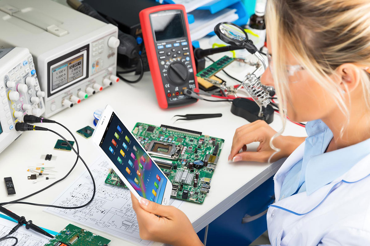 Electronic card manufacturing